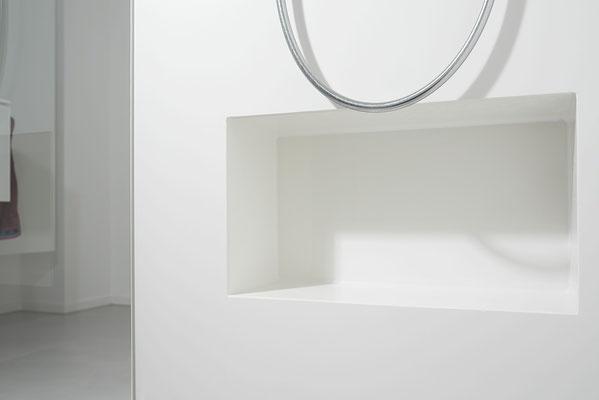 Fliesenlegerfachbetrieb Fliesenfachgeschäft Matthias Raisch - Stilvolle Badgestaltung im 5 Units für Wilma in Tübingen - reduhzierte Details