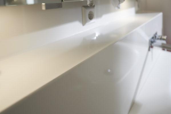 Fliesenlegerfachbetrieb Fliesenfachgeschäft Matthias Raisch - Stilvolle Badgestaltung im 5 Units für Wilma in Tübingen - aufgeräumt