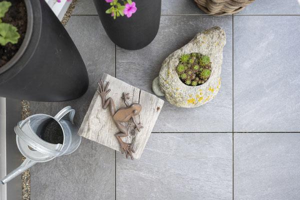 Fliesenlegerfachbetrieb Fliesenfachgeschäft Matthias Raisch - Feinsteinzeugfliesen in 60 x 60 cm für den Balkon von www.fliesen-raisch.de. Trittfest und elegant - Detail