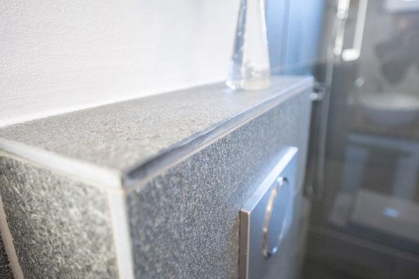 Fliesenlegerfachbetrieb Fliesenfachgeschäft Matthias Raisch - Bad & WC mit Naturstein aus fairem Abbau - Detail WC - www.raisch-fliesen.de