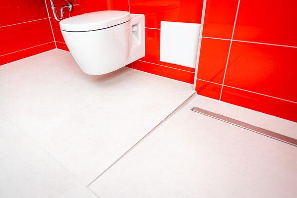 Raisch Fliesen Stuttgart und Esslingen - Glänzend rote Steingutfliesen - Mut zur Farbe - Ansicht Toilette