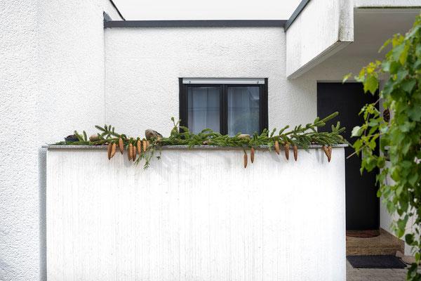 Raisch Fliesenfachgeschäft und hochwertige Fliesenarbeiten in der Region Stuttgart - hier: Granitplatte Außenbereich Abdeckplatte für eine Mauer - www.raisch-fliesen.de - Ansicht Front