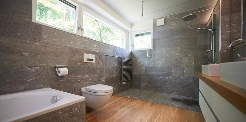Bad in Valser Naturstein - https://www.raisch-fliesen.de - Fliesenleger & Fliesenfachgeschäft für Filderstadt, Esslingen, Stuttgart, Nürtingen