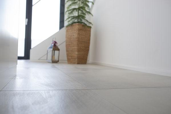 Fliesenlegerfachbetrieb Fliesenfachgeschäft Matthias Raisch Referenzen: Penthouse in Stuttgart, Fliesen von Tonino Lamborghini aus Italien - schöne Struktur