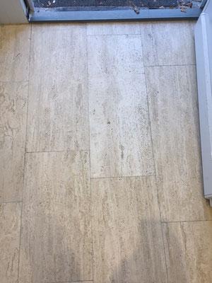 Raisch Fliesen - Professionelle Aufbereitung Travertin Boden - matt und fad