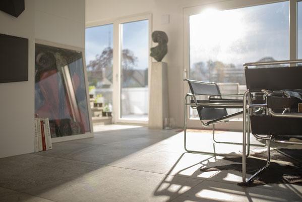 Fliesenlegerfachbetrieb Fliesenfachgeschäft Matthias Raisch - Penthouse in Stuttgart - Tradition trifft Innovation mit edlem Feinsteinzeug von Raisch. Wohnzimmer