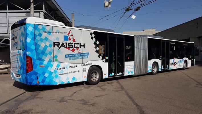 Raisch Fliesen Stuttgart & Ostfildern - www.raisch-fliesen.de - Brandneue Buschbeschriftung im Raisch Fliesen Design. ÖPNV noch attraktiver durch Esslingen. Bus von der rechten Seite