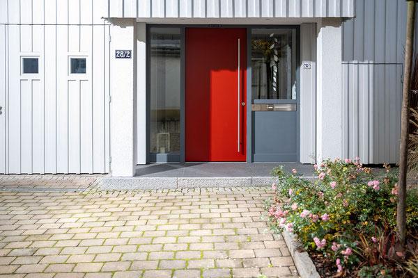 Raisch Fliesenfachgeschäft und hochwertige Fliesenarbeiten in der Region Stuttgart - hier: Eingangsbereich Hauseingang aus Granit / Granitsteinen - www.raisch-fliesen.de - Totale