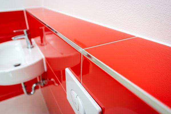 Raisch Fliesen Stuttgart und Esslingen - Glänzend rote Steingutfliesen - Mut zur Farbe - Ansicht Detail