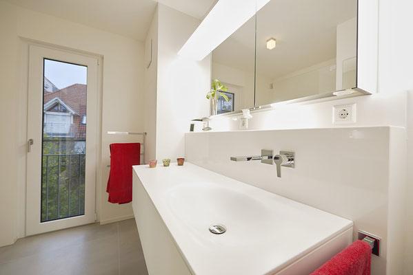 Fliesenlegerfachbetrieb Fliesenfachgeschäft Matthias Raisch - Stilvolle Badgestaltung im 5 Units für Wilma in Tübingen - edles Waschbecken