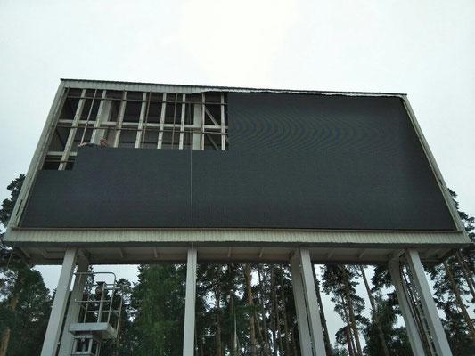 Монтаж светодиодного экрана 13х6 метров