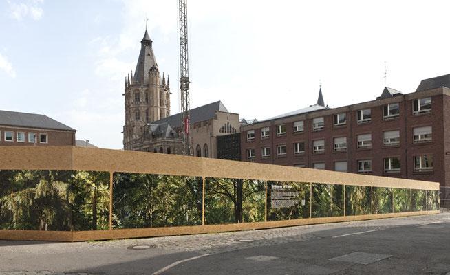 Fotoinstallation vor dem historischen Rathaus Köln