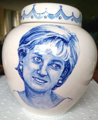Unieke-handbeschilderde-urnen-Gepersonaliseerde-urn-met-portret-Maatwerk-urn-Handgemaakte-Urnen-Urn-laten-maken-Urn-laten-beschilderen