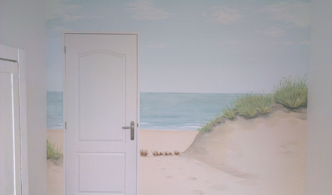 Rustgevende-muurschildering-zee-strand-en-duinen-Phebe-Rustgevende-Muurschilderingen