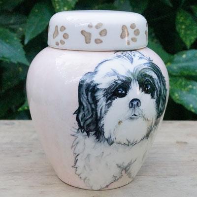 urn-hond-met-pootafdruk-unieke-dierenurnen-hond-maatwerk-urnen-voor-dieren-urnen-voor-huisdieren-unieke-dieren-urnen-handbeschilderde-urnen-maatwerk-urn-dier-persoonlijke-urn-laten-maken-bijzondere-dierenurnen-honden-urnen-voor-honden-urn-met-portret-hond