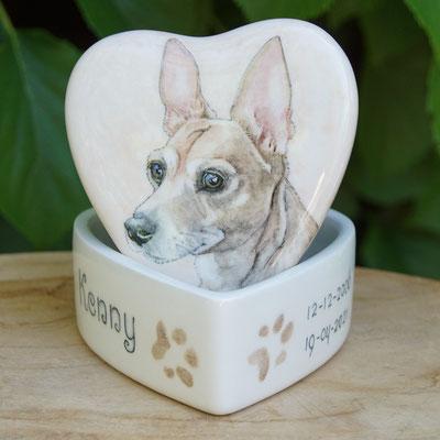 unieke-urn-hond-hart-dierenurn-met-foto-urn-met-portret-hond-dieren-urnen-voor-honden-urnen-voor-huisdieren-urn-hartvorm-handbeschilderde-dieren-urnen-hond-persoonlijke-dieren-urn-voor-hond-mini-urn-hond-laten-maken-bijzondere-mini-urn-troost-urntje-urne