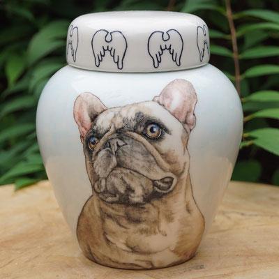 mooie-urn-hond-met-engelenvleugels-exclusieve-urn-handgeschilderde-urn-portret-urnen-voor-honden-urnen-persoonlijke-urn-laten-schilderen-urn-met-foto-urnen-prachtige-urnen-unieke-urn-laten-maken-urn-hond-urn-franse-bulldog-unieke-dierenurnen-unieke-urn