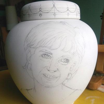 Tekening aangebracht op urn-Handgemaakte-Urnen-Urn-laten-maken-Urn-laten-beschilderen