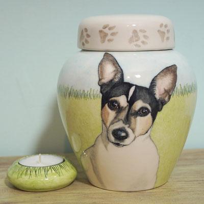 urn-hond-unieke-dierenurnen-hond-maatwerk-urnen-voor-dieren-urnen-voor-huisdieren-unieke-dieren-urnen-handbeschilderde-urnen-maatwerk-urn-dier-persoonlijke-urn-laten-maken-bijzondere-dierenurnen-honden-urnen-phebe-portret-urnen-voor-honden-urn-met-portret
