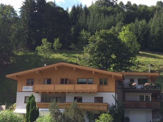 Appartement Schönfeld Vorderansicht Sommer