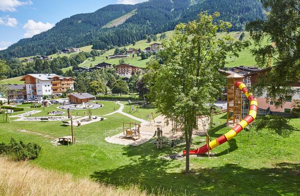 Familienpark mit Spielplatz neben der Unterkunft