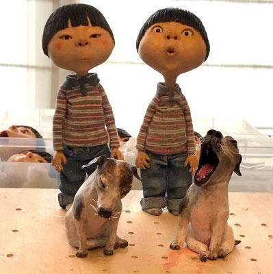 『あめだま』の主人公ドンドンと犬のグスリの人形