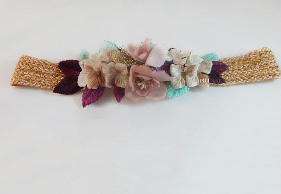 Patricia (cintas cosidas entre si y flores de terciopelo)
