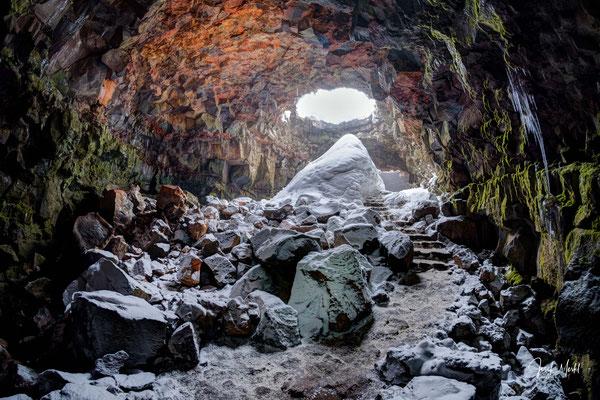 "Vulkanhöhle (Lava Tunnel) Raufarhólshellir, bekannt aus ""Game of Thrones"""