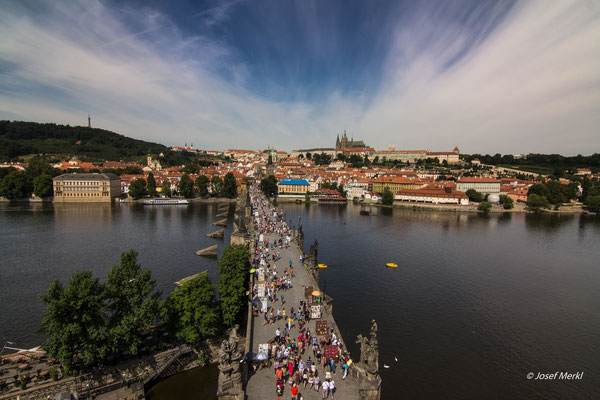 die berühmte Karlsbrücke in Prag.