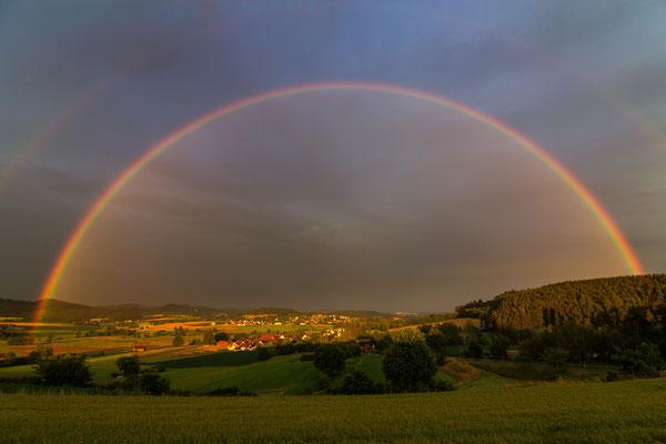 Regenbogen über  Schwarzhofen