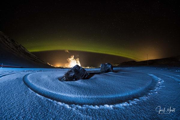 Polarlicht über der Blauen Lagune (Geothermal-Kraftwerk), Reykjanes-Halbinsel