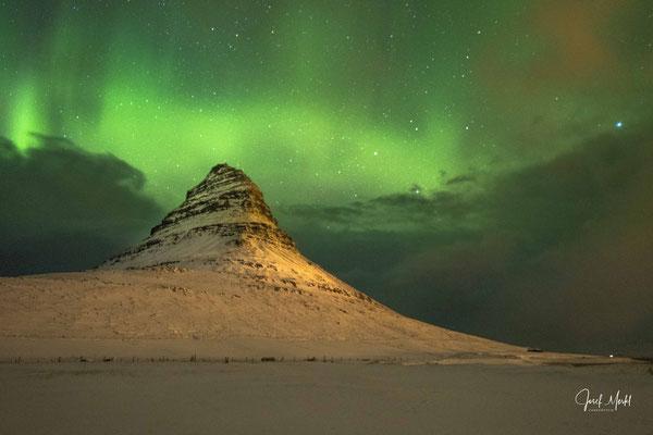 """Polarlicht am Kirkjufell (bekannt aus """"Game of Thrones"""")"""
