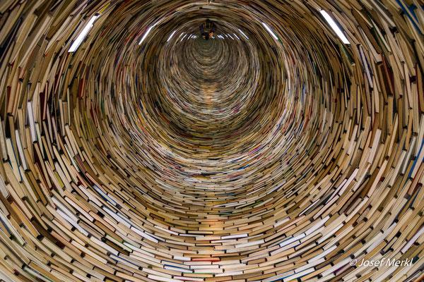 Ein Bücherturm in Prag, 2017