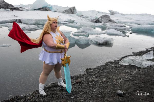 Gletschersee Jökulsarlon. Eine echte Wikingerin?