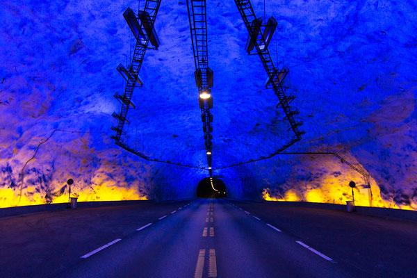 der Lærdalstunnel ist mit 24,51 km der längste Straßentunnel der Welt