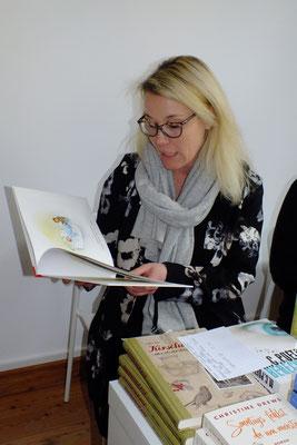 Frau Steffensen, Inhaberin der Buchhandlung Erlesenes