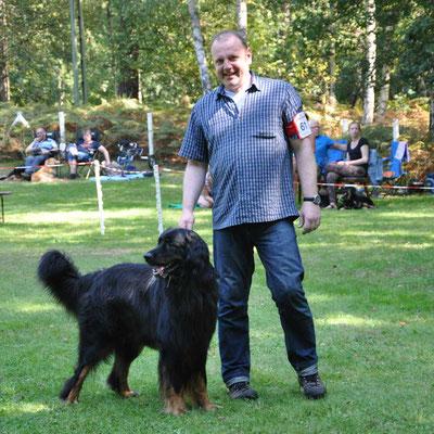 Heiner Witte mit seinem Inspector Henry vom Olen Hus • Warten auf Ergebnisse