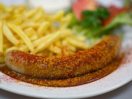 Currywurst dazu Pommes