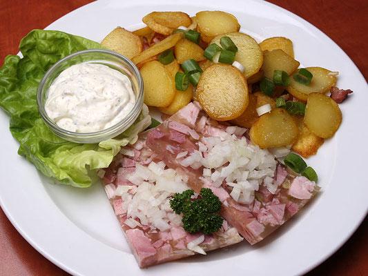 Hausmacher Sülze mit Remoulade & Bratkartoffeln