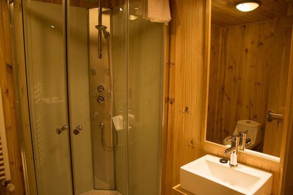 Habitaciones con baño privado y compartido