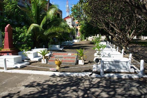De graven in het S21 museum in Phnom Penh