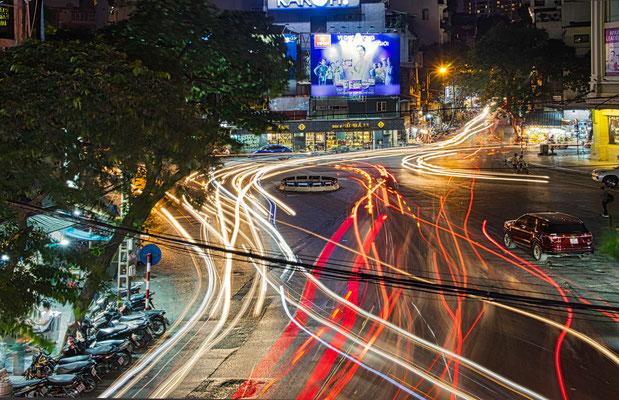 het drukke verkeer in Hanoi