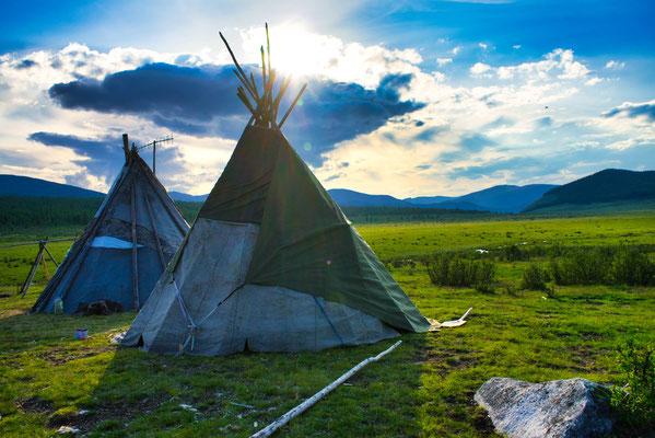 Slapen in een tipi. Hoog in de bergen van Mongolië