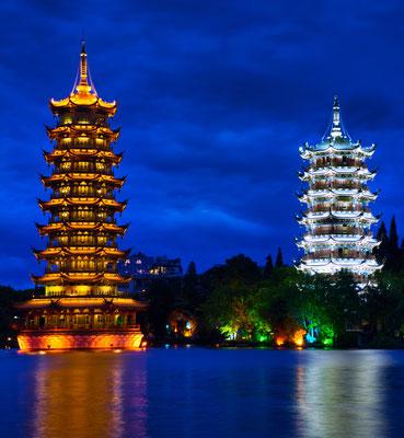 Pagode van de zon en de maan in Guilin, China