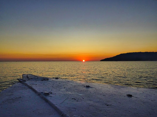 zonsondergang vanaf de boot bij Koh Rong