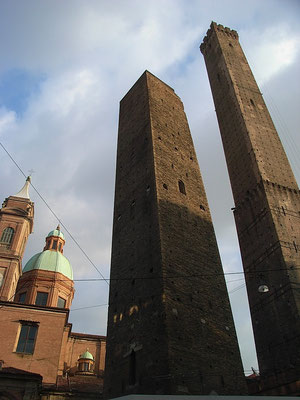 torri Asinelli e Garisenda Bologna - Visita guidata GuideInBologna