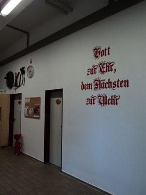Durch die Mithilfe aller Kameraden erstrahlt das Gerätehaus wieder in neuem Glanz. Von 19.06.2012 - 27.07.2012 wurde das Gerätehaus neu gestrichen.