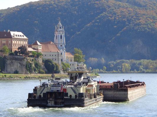 Dürnheim mit der blauen Kirche, Österreich