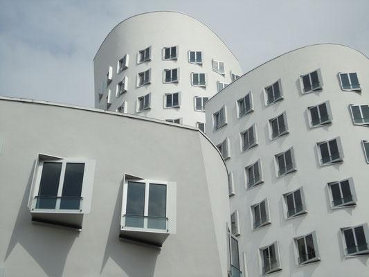 Düsseldorf, Neues Zollhaus,  Architekt: Frank O. Gehry