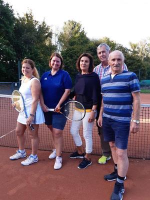 Severine und Kerstin und Beteiligte im Mixed-Doppel-Finale Kathrin, Detlev und Wilhelm, es fehlt Gerlinde Dörries